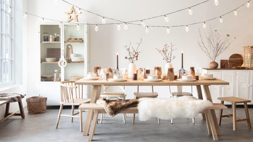 table dressée pour le repas de Noel