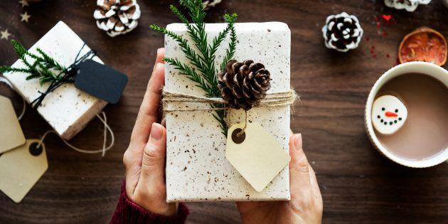 paquet cadeau décoré pour Noël