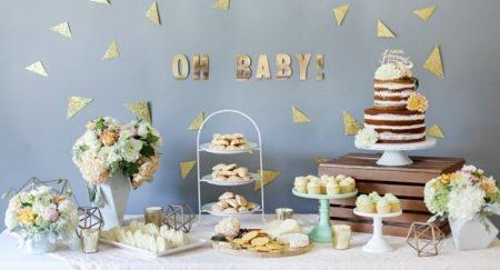 table décoré à l'occasion d'une baby shower